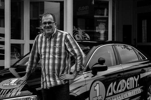 de.academy.fahrschulen.model.instructor.Instructor@2655
